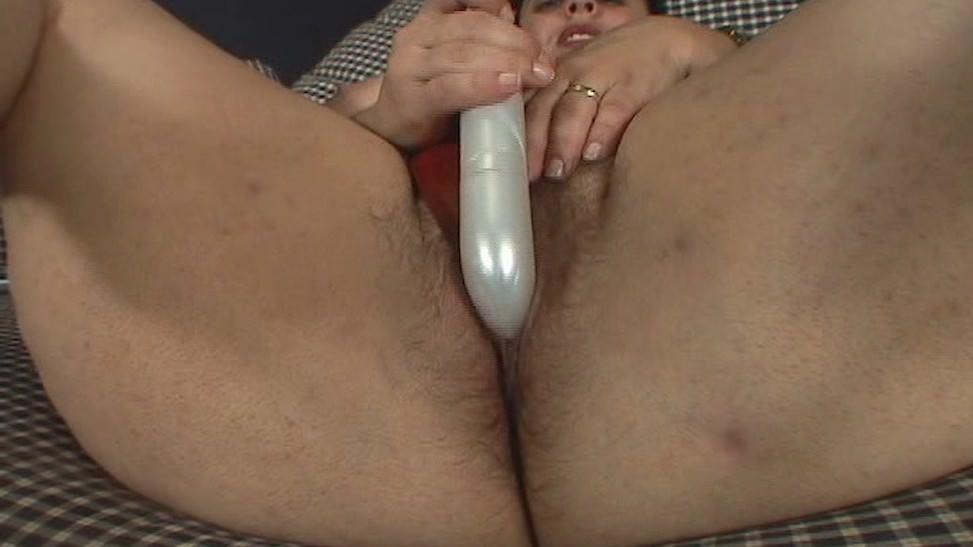 Ella le gusta mostrarnos su pussy peluda