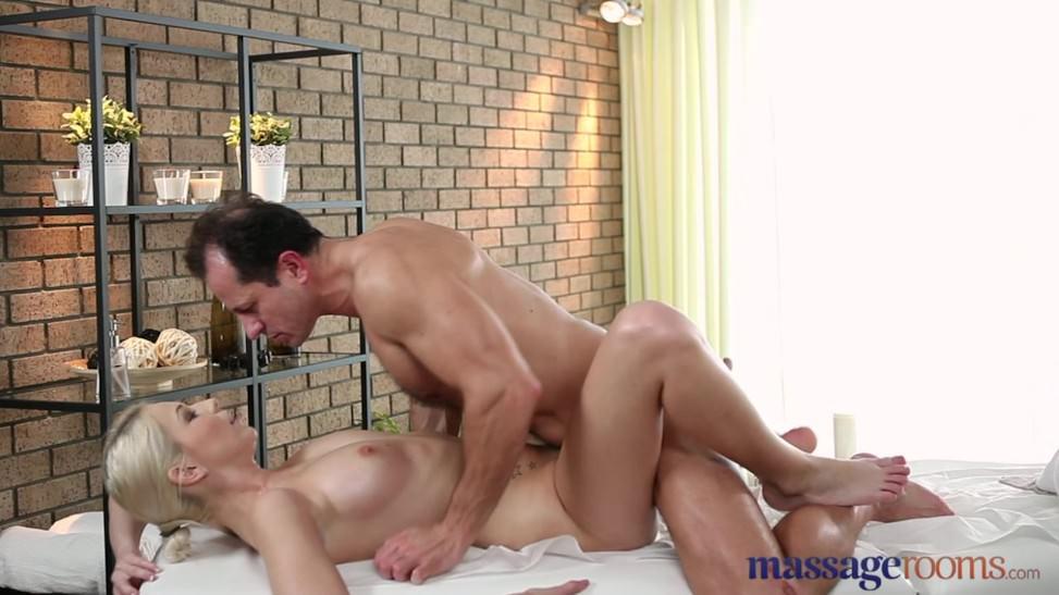 dominante masaje culo a la boca