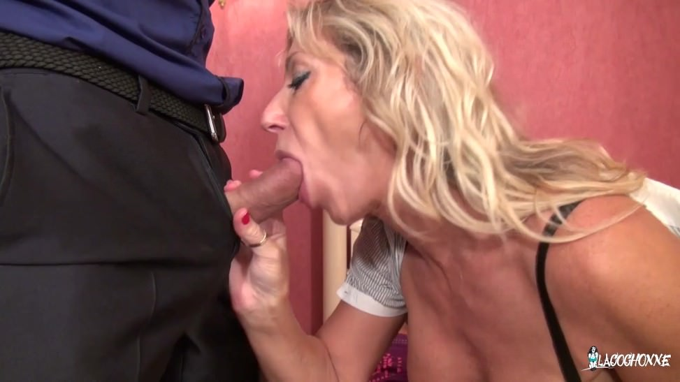 Mujer grande le gusta los videos xxx con un joven amante