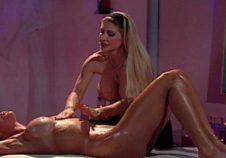 estas dos mujeres toman el control del masaje sexual bien ejecutado