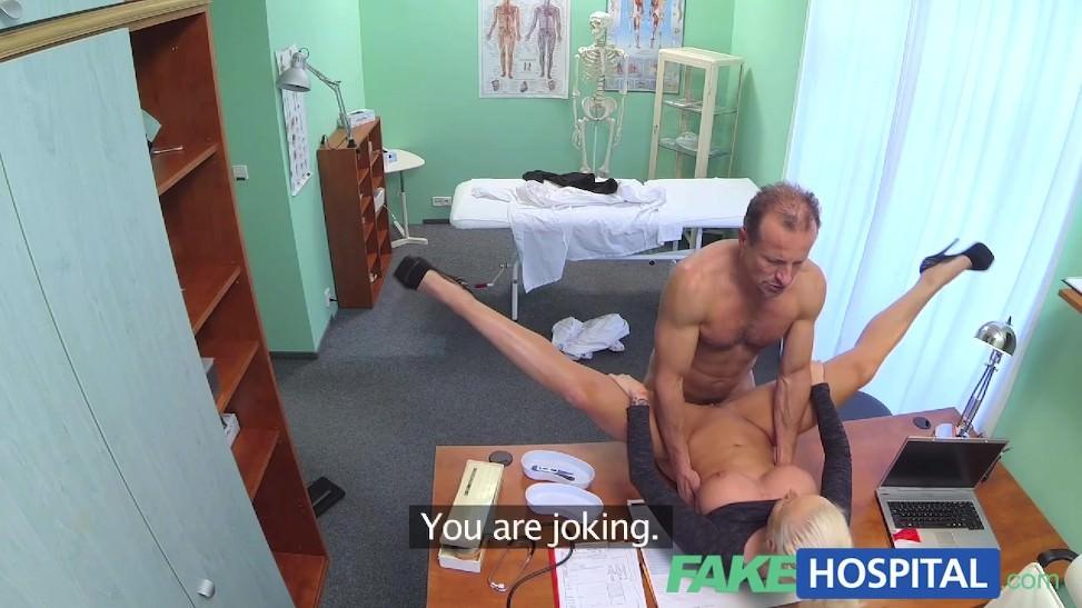 No había pacientes en la clínica y terminaron cogiendo