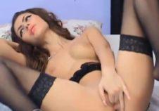 perversa jovencita morena muestra su sexy cuerpo por webcam