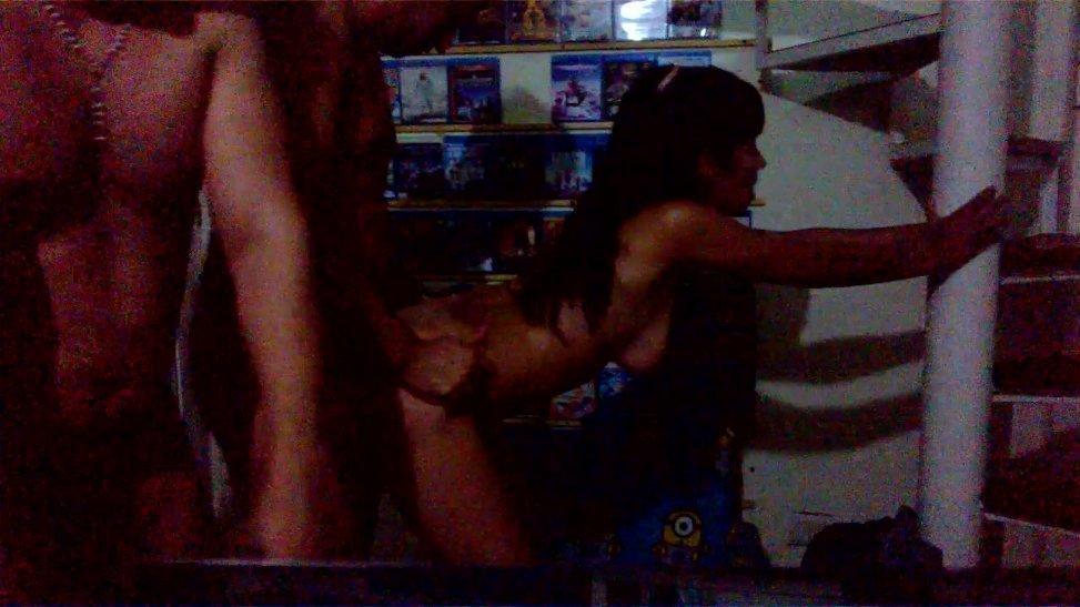 Colombiana se deja coger por dos machos