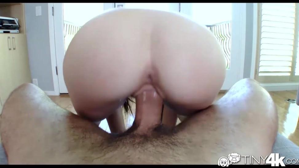 Sexy tetona despierta a su hombre para un buen polvo