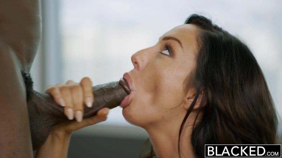 Sexo gratis con esta latina curiosa