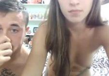 pareja amateur folla en frente de webcam