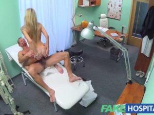 video relacionado Doctor se folla a su paciente rubia y tetona